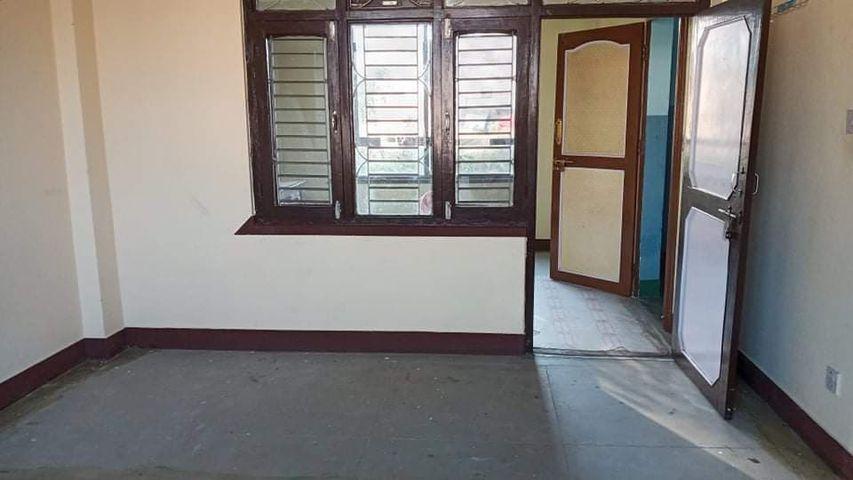 3 rooms,, bathroom flat