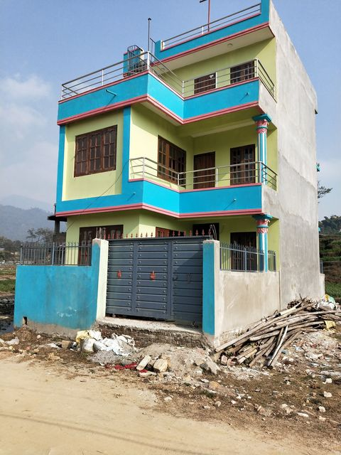 2 and half storeyed house on ren
