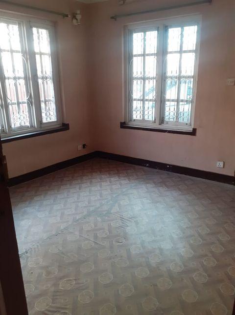 3 rooms, kitchen & bathroom flat